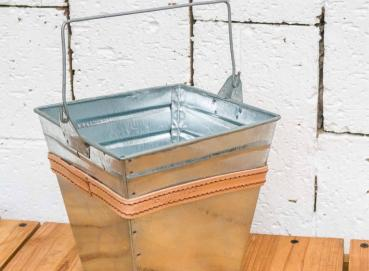 Metal bucket Image