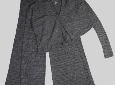 SET FOR WOMEN'S GRAY TROUSERS AND BUST Image